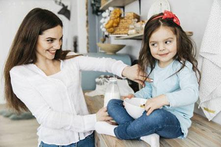 ? قلقلک دادن کودک مضر یا مفید